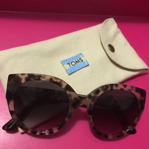 Toms tortoise shell sunglasses with case
